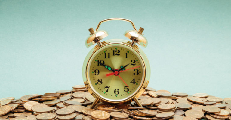 10-Minute guide to contract management represented by alarm clock on top of coins
